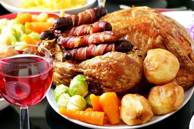 Sử dụng bếp hồng ngoại Sunhouse SHD 6012 để rán thịt, rau củ ngon hơn