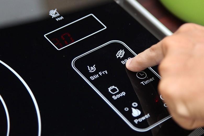 Chọn chế độ nấu bằng nút bấm cảm ứng cực nhạy