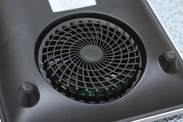 Quạt tản nhiệt lớn làm nguội bếp từ nhanh