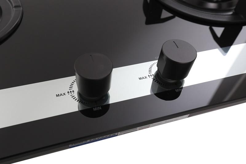 Bật/tắt bếp, điều chỉnh lửa linh hoạt với núm vặn - Bếp gas âm Sunhouse Apex APB8811