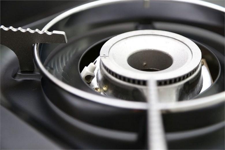 Bếp gas mini có khung chắn gió cao giúp ngọn lửa ổn định