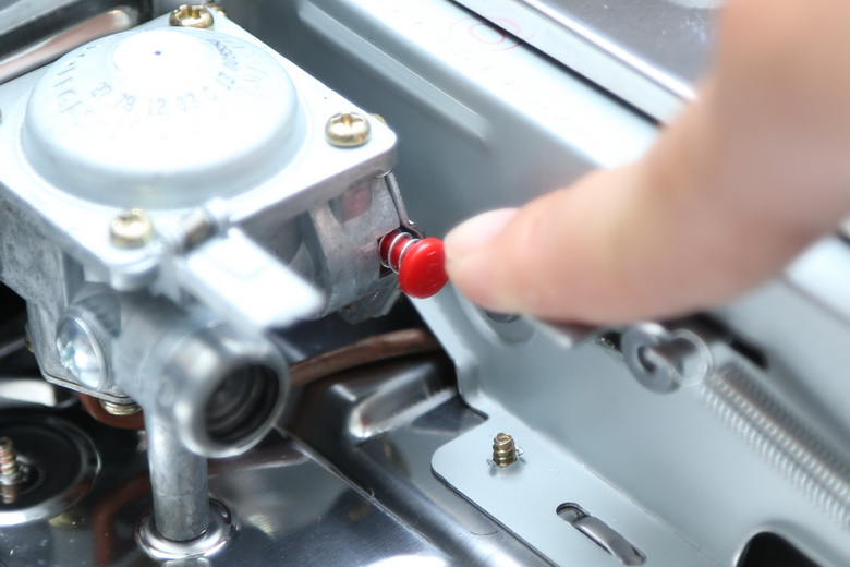 Bếp ga mini Namilux có van khóa an toàn sẽ tự động ngắt gas