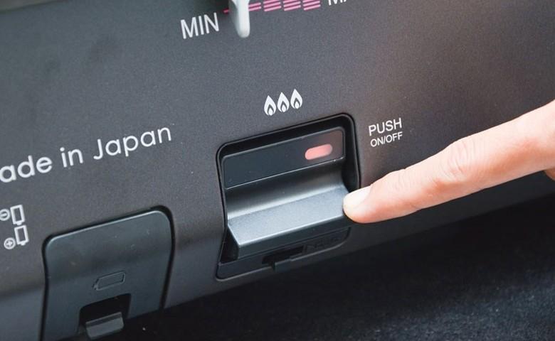 Nhấn nút để mở tắt bếp thật nhẹ nhàng