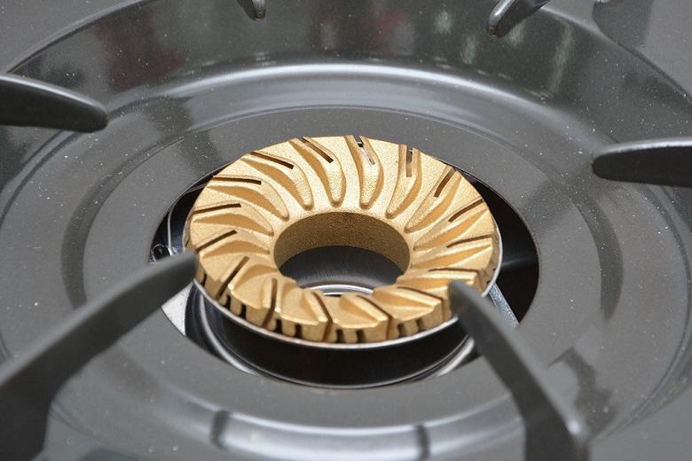 Đầu đốt bằng đồng thau rất bền, lâu bị bào mòn khi nấu