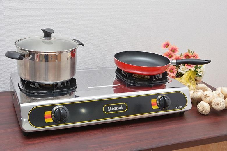 Mặt bếp làm bằng thép không rỉ