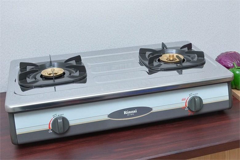2 bếp nấu có kích cỡ khác nhau tiện lợi khi sử dụng