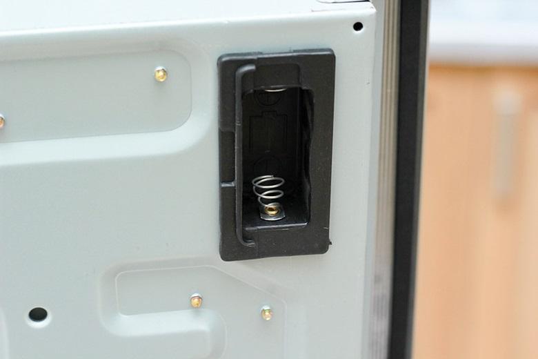 Lắp pin đúng cách vào vị trí này thì hệ thống đánh lửa IC mới hoạt động tốt