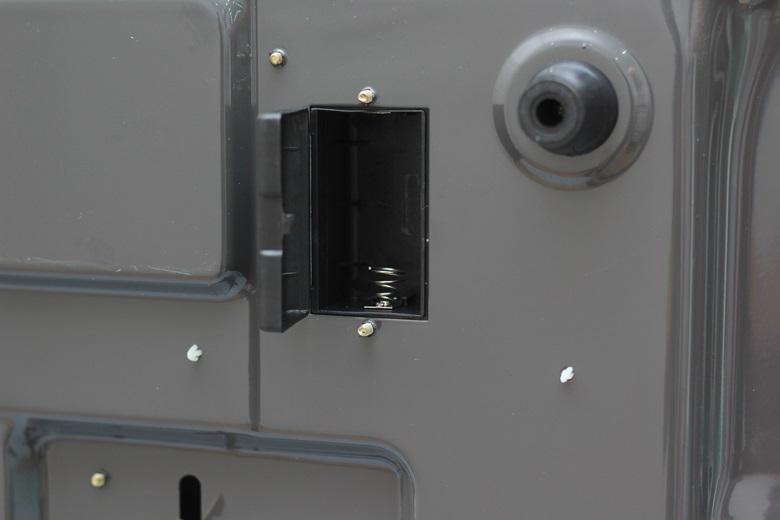 Để hệ thống đánh lửa IC hoạt động bạn cần đặt pin 1.5V vào vị trí này