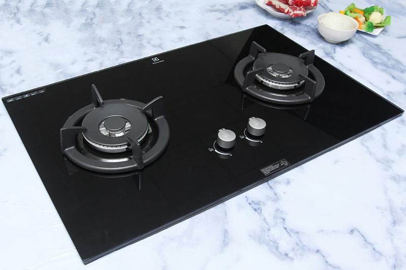 Thiết kế đẹp mắt, màu đen lôi cuốn - Bếp gas âm Electrolux EGT8028CK