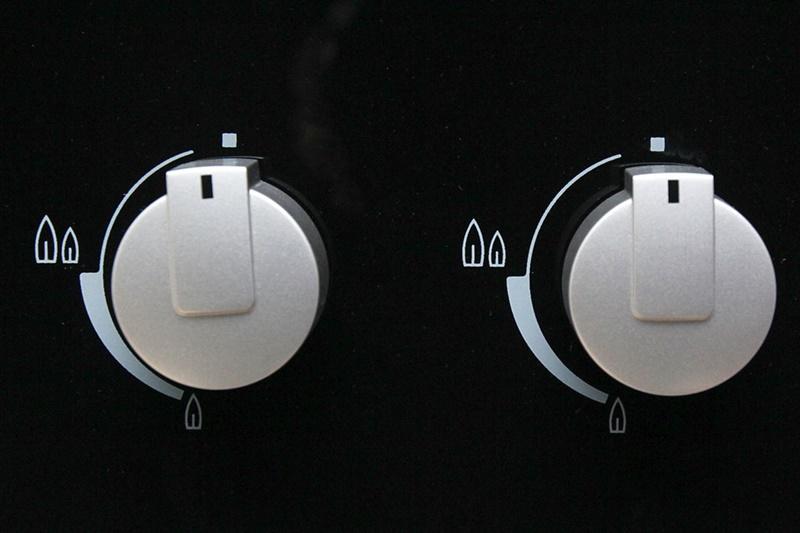 Đánh lửa IC nhạy bén, bắt lửa nhanh, nút vặn dễ thao tác - Bếp gas âm Electrolux EGT8028CK