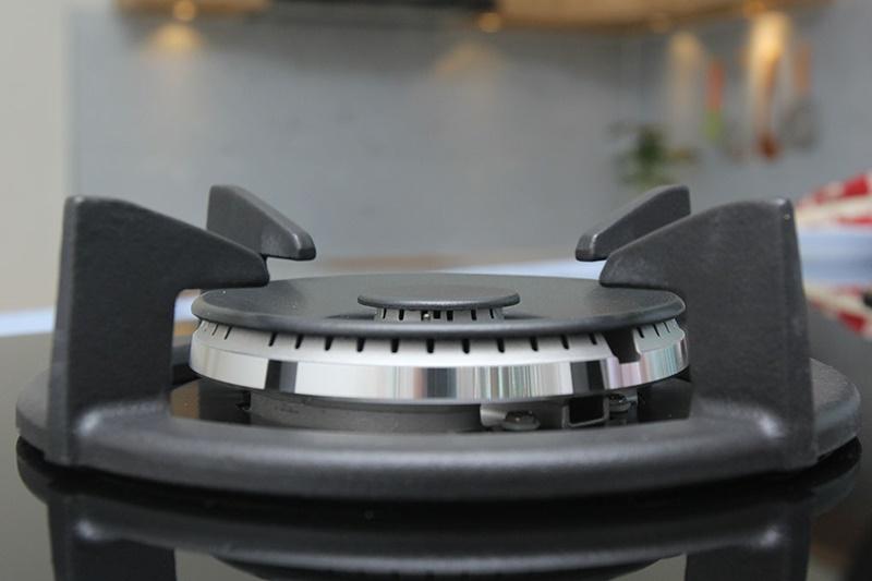 Kiềng bếp bằng gang dày - Bếp gas âm Electrolux EGT8028CK