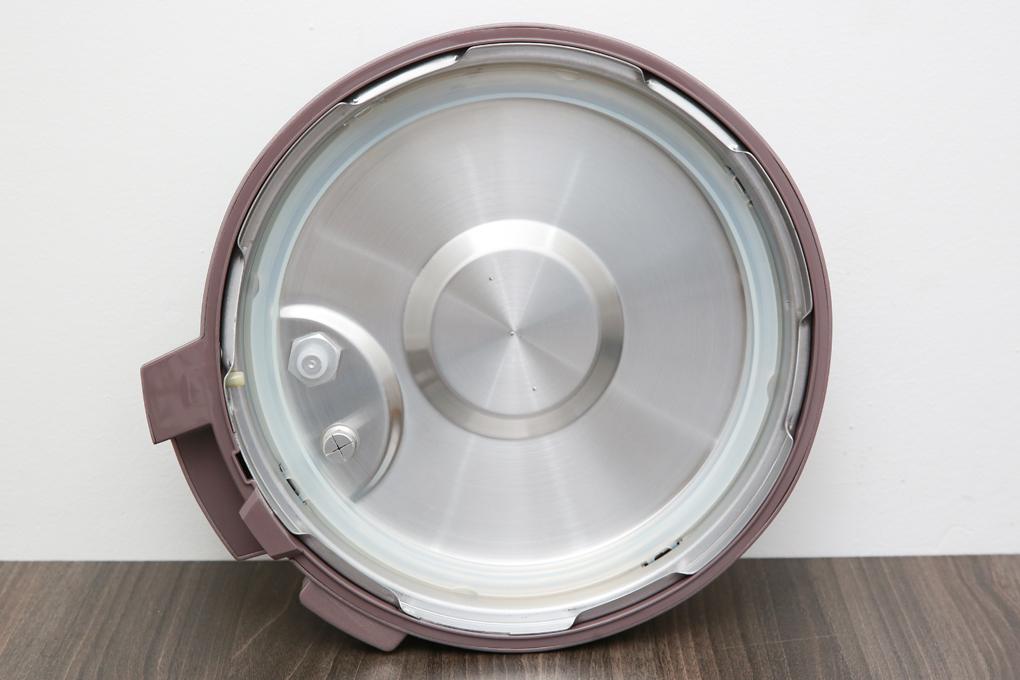 Nắp nồi dày chắc, ron cao su bám chặt vào viền nắp - Nồi áp suất Bluestone PCB-5763 6 lít