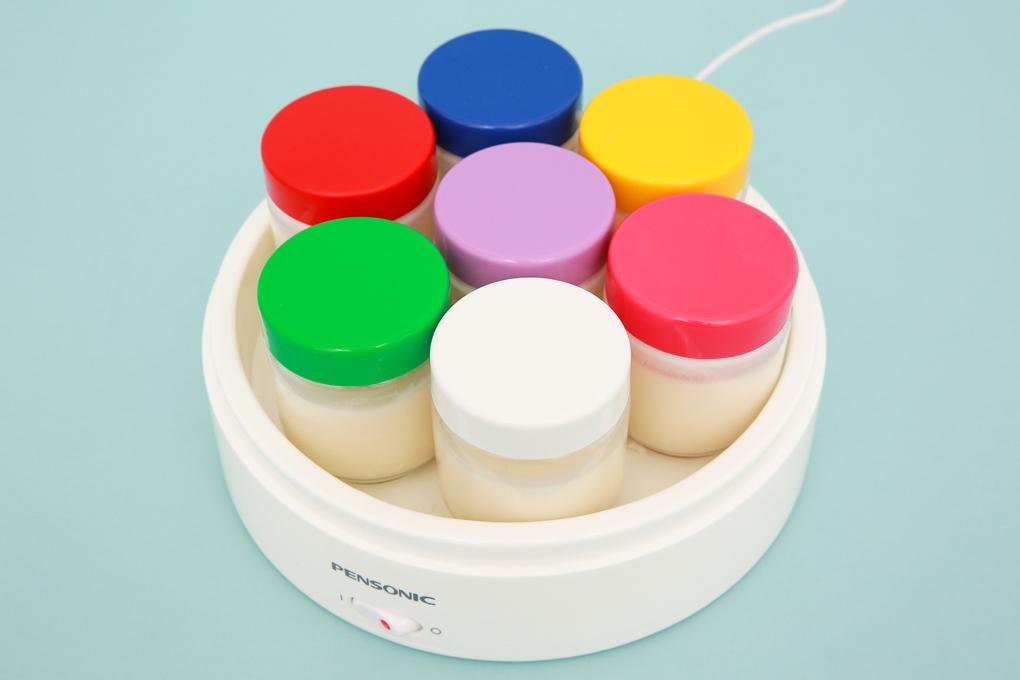 Đi kèm máy có 7 hũ làm sữa chua dung tích 200 ml/hũ - Máy làm sữa chua Pensonic PYM-700