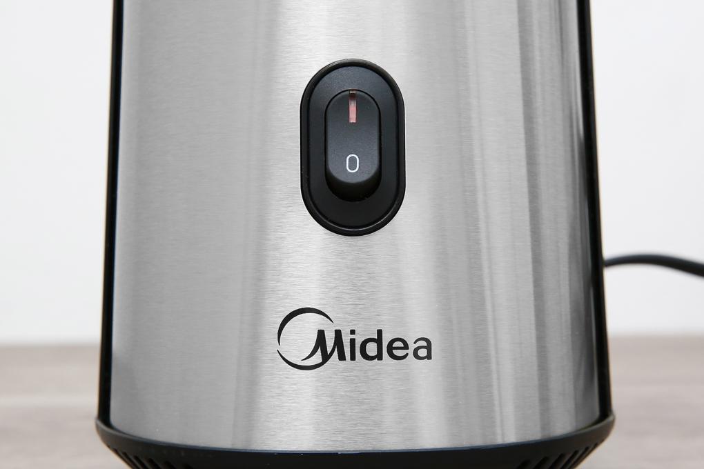 Thiết kế 1 nút nhấn giúp thao tác bật/tắt máy đơn giản - Máy xay sinh tố Midea MJ-BP25