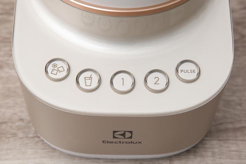 Đa chức năng, dễ dùng - Máy xay sinh tố Electrolux E7CB1-86SM