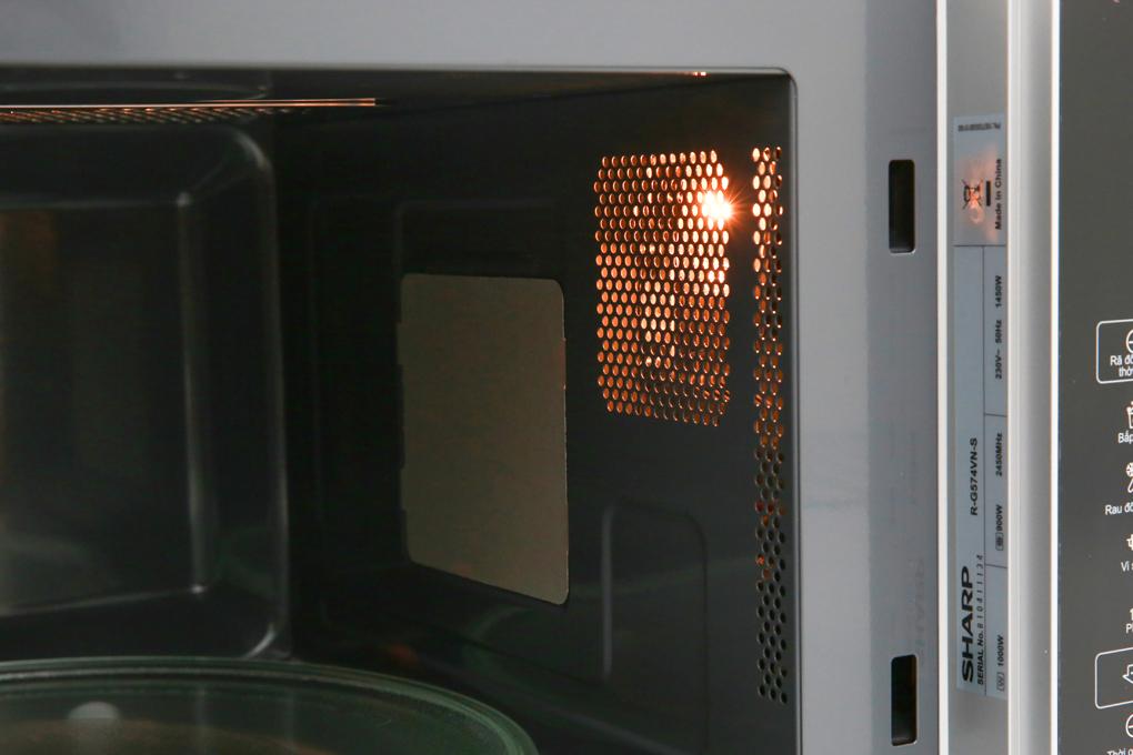 Có đèn chiếu sáng trong khoang lò - Lò vi sóng Sharp R-G574VN-S 25 lít