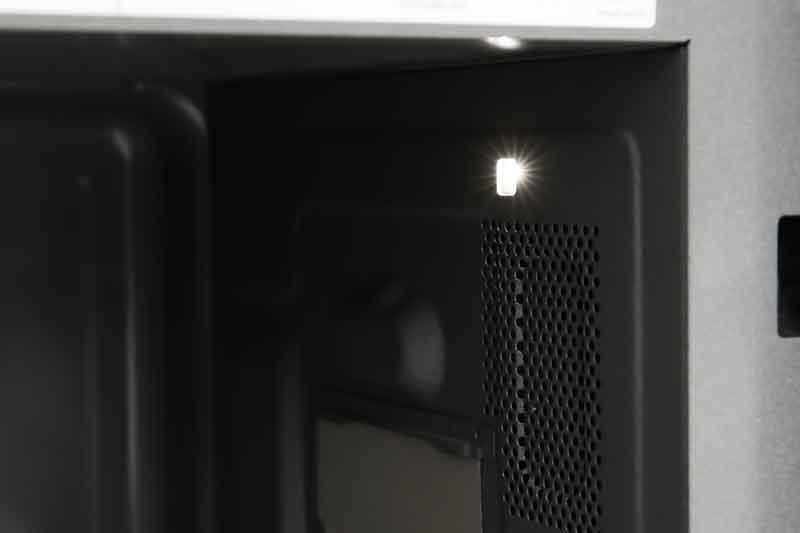 Khoang lò bền tốt - Lò vi sóng Panasonic NN-ST65JBYUE 32 lít
