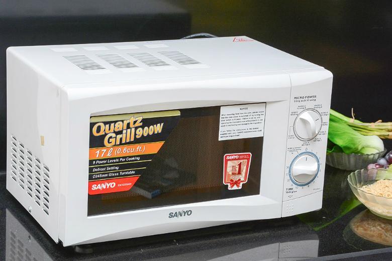 Màu trắng trang nhã mang lại cảm giác sạch sẽ và sang trọng cho gian bếp