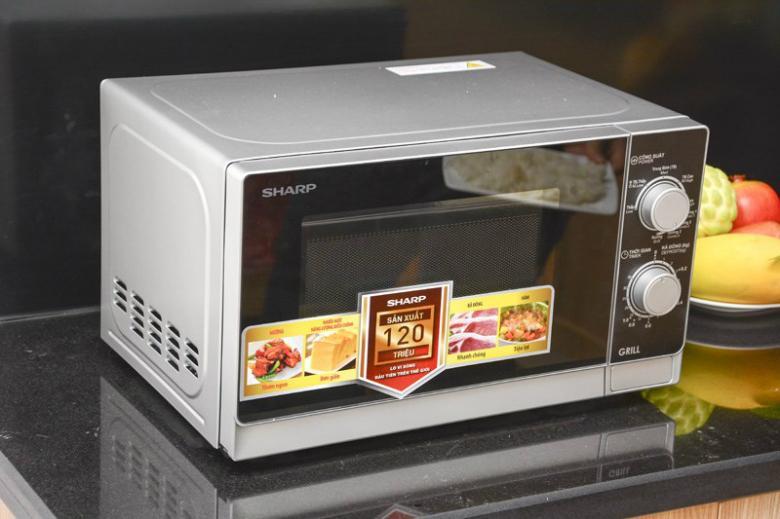 Lò vi sóng nhỏ gọn với thiết kế hiện đại làm đẹp thêm không gian bếp nhà bạn