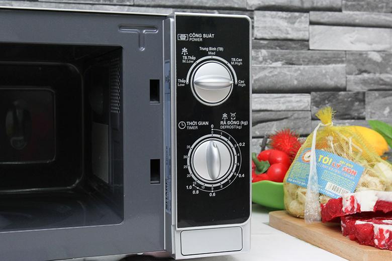 2 núm xoay điều khiển chế độ nấu và thời gian nấu