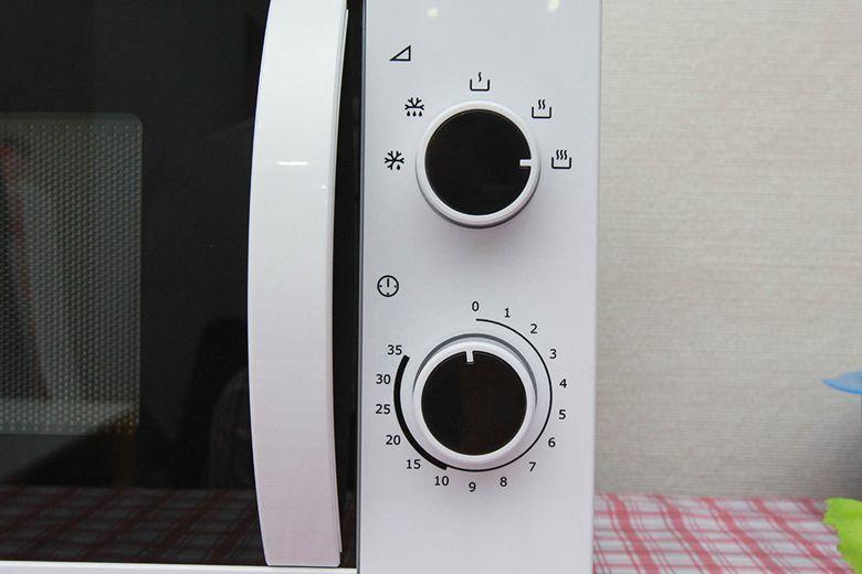 2 nút xoay điều chỉnh mức năng lượng và thời gian