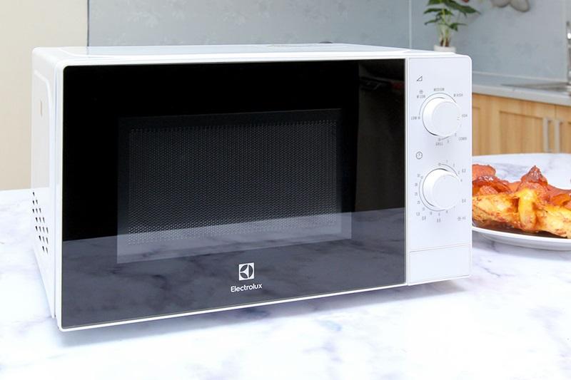 lo-vi-song-electrolux-emm2022gw-1