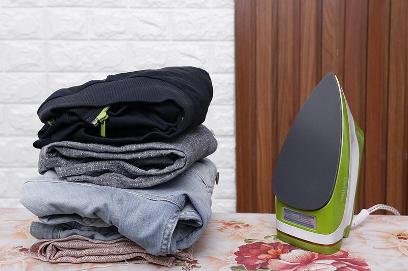 Tự ngắt điện - Bàn ủi khô Delites BUK03 Xanh