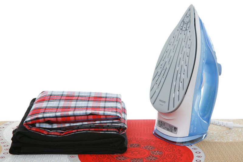 Tự ngắt điện - Bàn ủi hơi nước Philips GC2676