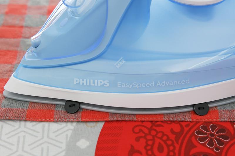 Mũi nhọn, rãnh cúc - Bàn ủi hơi nước Philips GC2676
