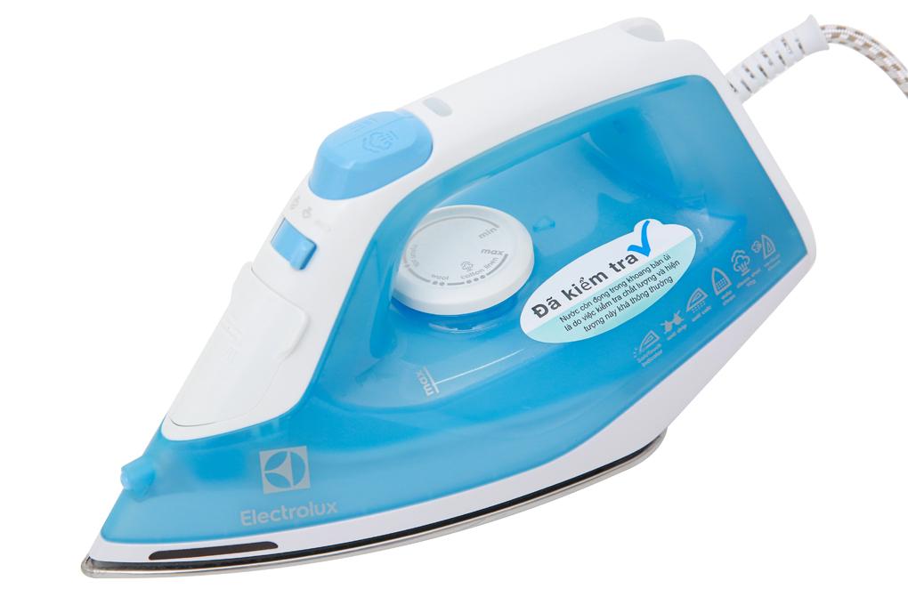 Màu xanh trắng tươi sáng, đẹp mắt - Bàn ủi hơi nước Electrolux ESI4017