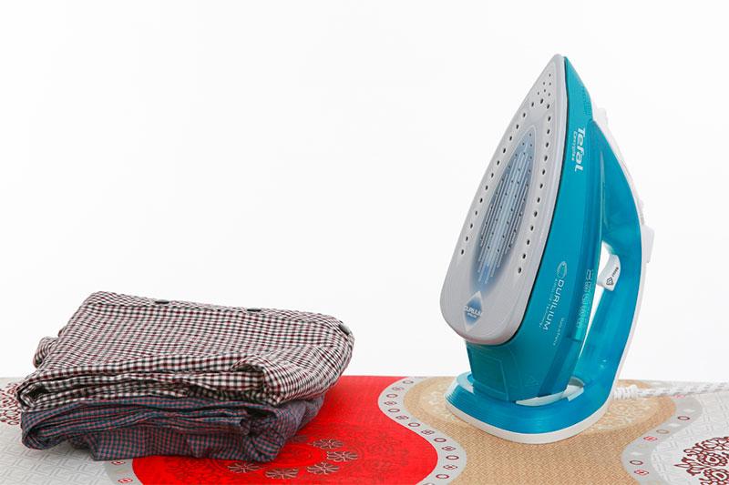 Bàn ủi hơi nước Tefal FV3965E0 - Thiết kế đẹp mắt