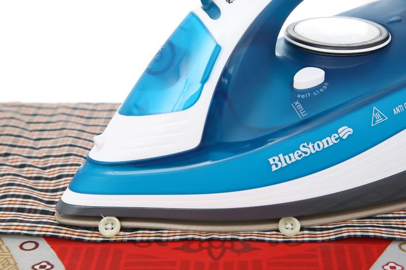 Rãnh cúc tiện lợi - Bàn ủi hơi nước Bluestone SIB-3831