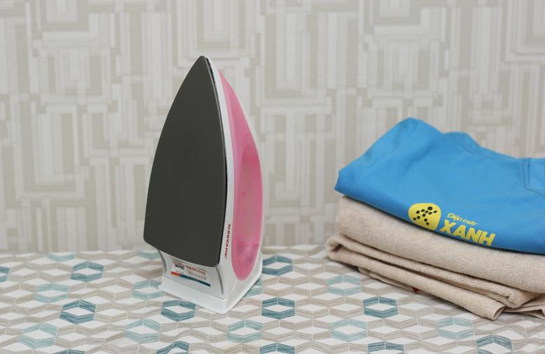 Mặt đế chống dính ủi an toàn cho bề mặt vải
