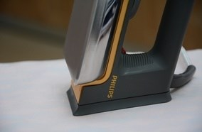 Thiết kế chân đế siêu rộng dễ dàng dựng đứng bàn ủi