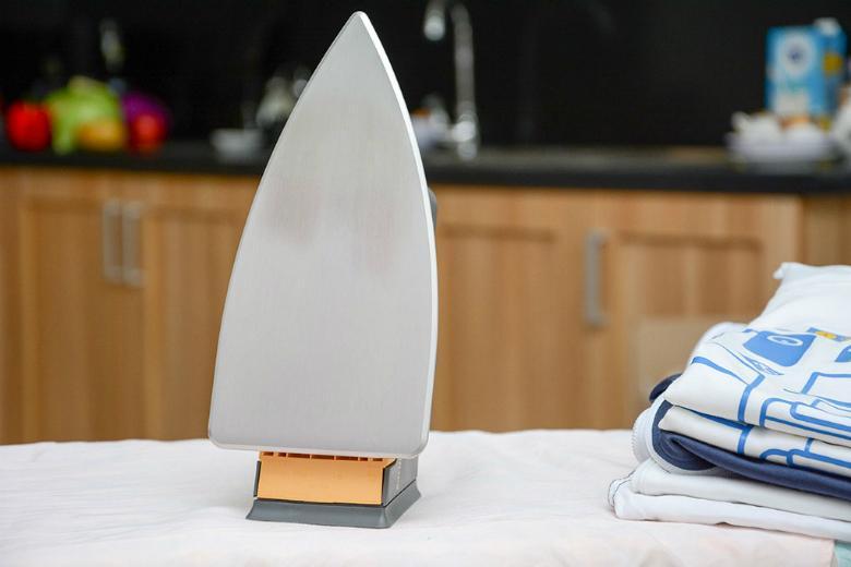 Mặt đế làm bằng hợp kim nhôm đúc giúp dẫn nhiệt nhanh