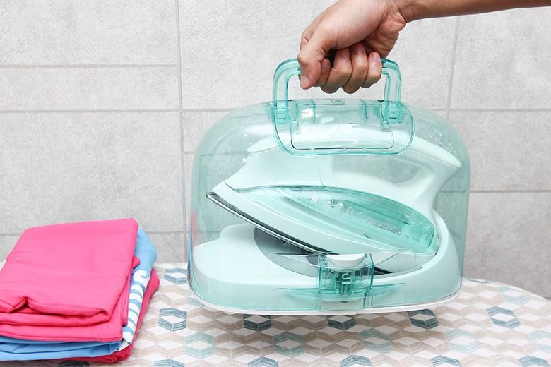 Lồng xách nhựa giúp tránh bụi bẩn, tiện di chuyển