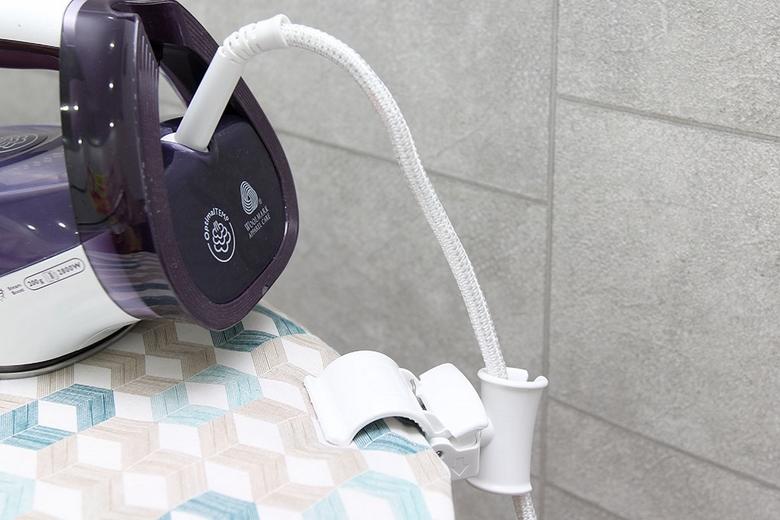 Chốt gắn cố định dây bàn ủi khi ủi đồ, tác dụng chống rối
