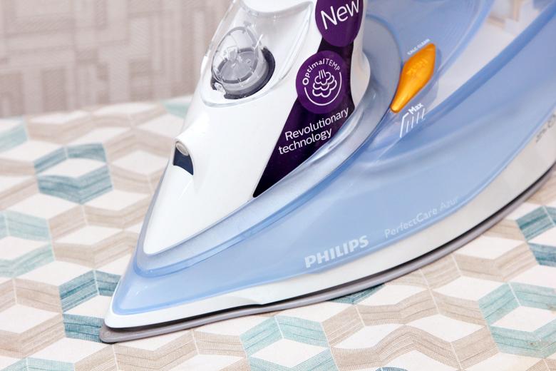 Bàn ủi hơi nước Philips GC4910 - Mũi bàn ủi nhọn cùng đường rãnh cúc thông minh