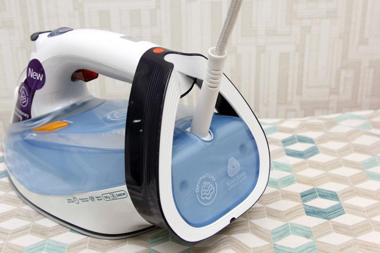 Bàn ủi hơi nước Philips GC4910 -Dây điện xoay 360 độ không gây rối dây