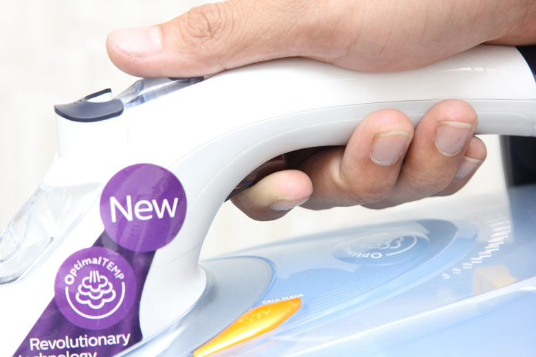 Bàn ủi hơi nước Philips GC4910 - Nút bấm sử dụng chức năng phun hơi tăng cường