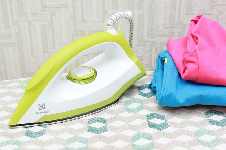 Bàn ủi khô Electrolux EDI1014 – Màu sắc, thiết kế hiện đại
