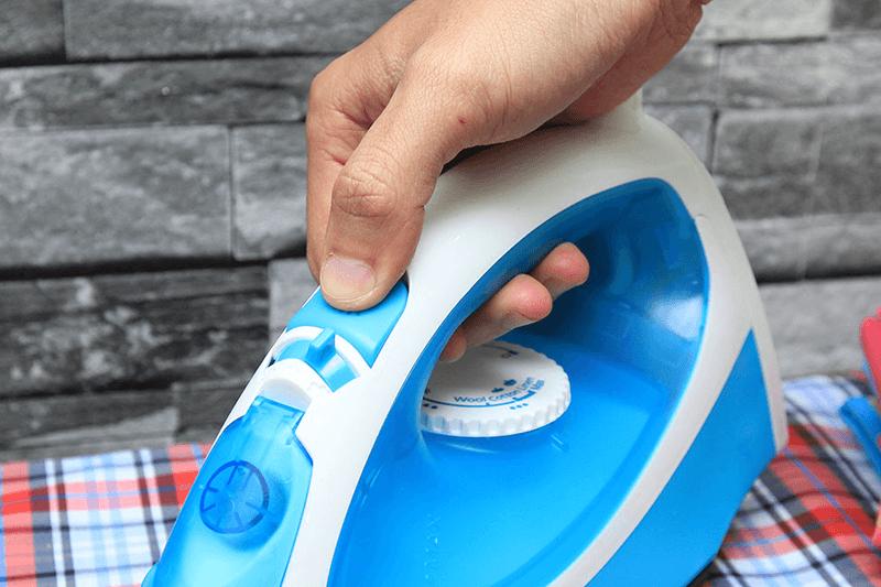 Bàn ủi hơi nước Panasonic NI-P300TARA