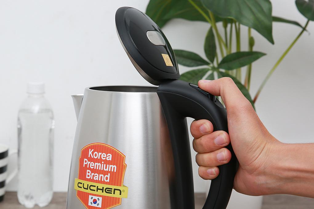 Nút mở nắp bình thiết kế trên tay cầm - Bình đun siêu tốc Cuchen 1.7 lít CKT GT1700VN