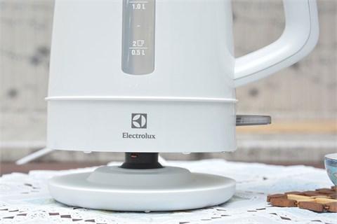 Bình siêu tốc Electrolux EEK1303W 1.5 lít