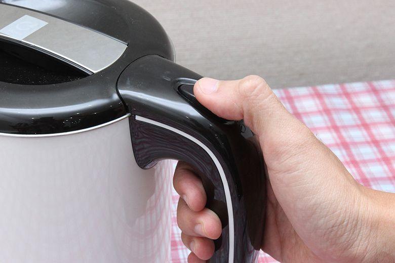 Công tắc nấu nước trên tay cầm