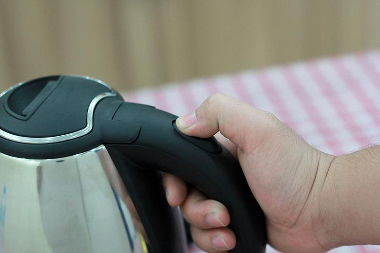 Bình siêu tốc Delites ST15S01 – Công tắc đơn trên tay cầm