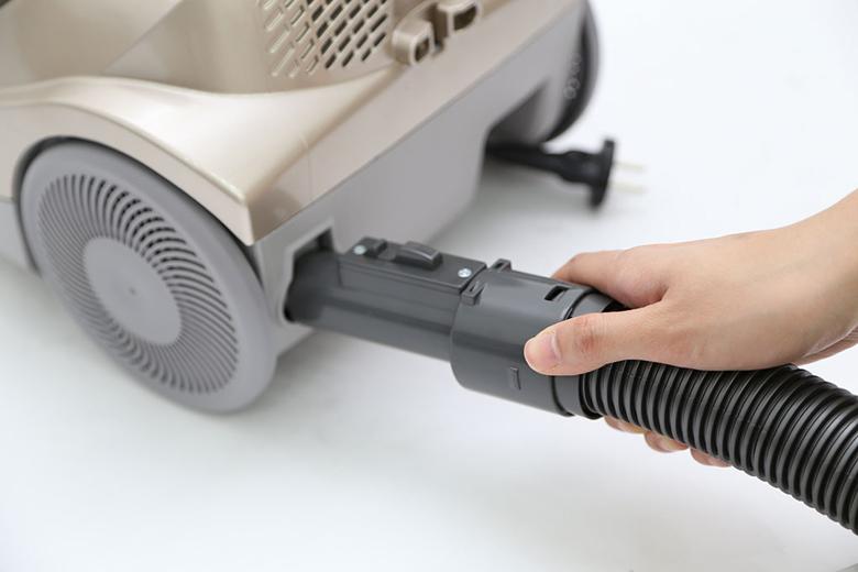 Máy húi bụi Hitachi SH20V ngoài chức năng hút bụi, máy còn có thêm chức năng thổi bụi