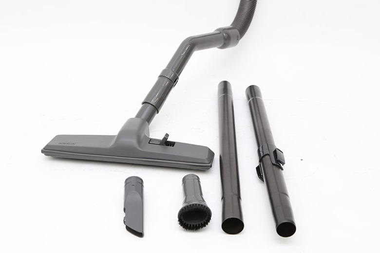 Máy hút bụi có 3 đầu hút và ống nối dài tiện dụng