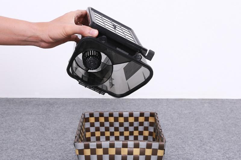 Sử dụng hộp chứa bụi có dung tích 1.5 lít - Máy hút bụi Electrolux ZVE4110FL 2000 W