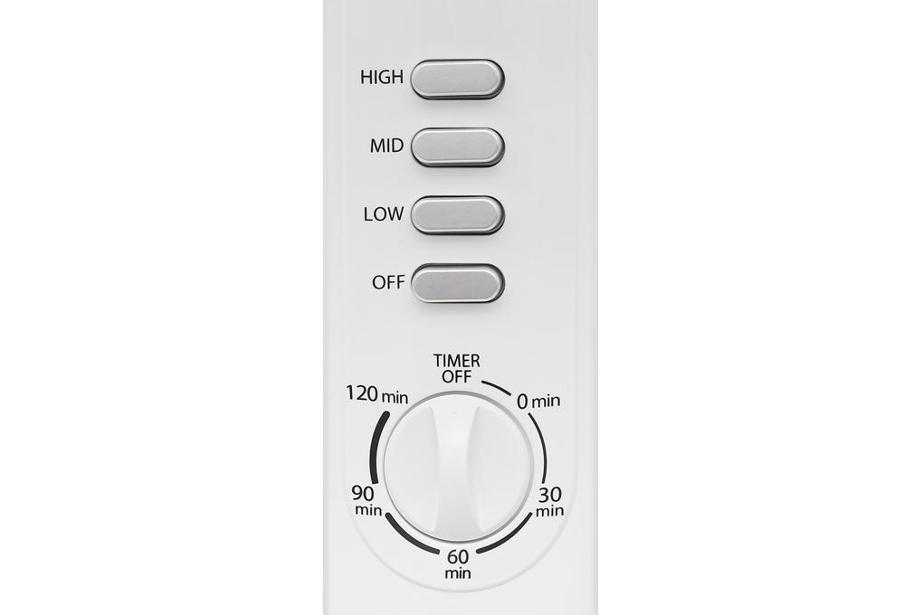 Quạt có 3 chế độ gió mạnh dần, thay đổi dễ dàng bằng bảng điều khiển có nút nhấn trên thân quạt